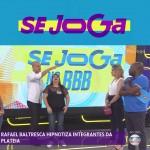 Se Joga – Rafael Baltresca hipnotiza integrantes da plateia